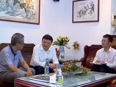 识圳|王伟中走访慰问老模范老先进代表