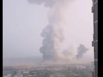 河南义马市一气化厂发生爆炸:方圆三公里内很多门窗玻璃被震碎