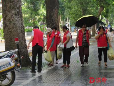"""黄贝街道碧波社区来了一群""""红心天使""""  党员志愿者行走社区庆七一"""