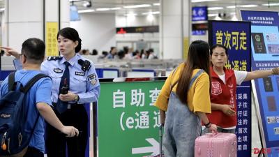 深圳湾口岸志愿服务U站建成一年累计帮扶旅客逾30万人次