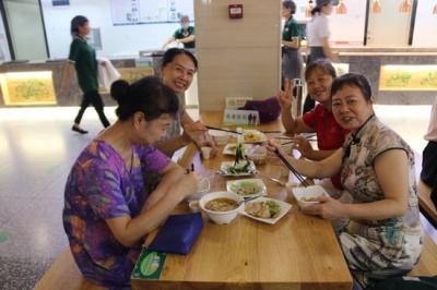 """长者食堂128家、助餐服务点20个,深圳老人关心的""""就餐难""""半年报来了"""
