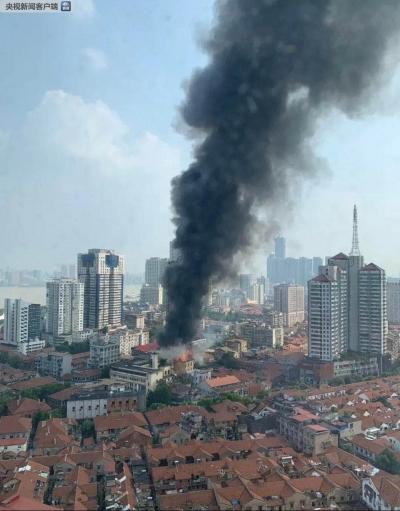 突发 | 武汉百年老建筑江汉饭店发生火情浓烟滚滚,暂无人员伤亡