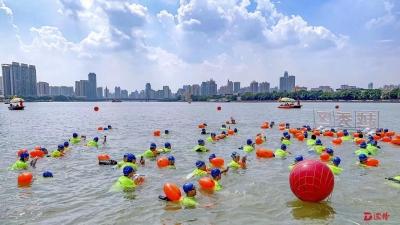 1700名游泳健儿成功横渡珠江