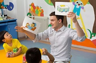 """非法入境也能當外教?解密""""黑外教""""如何輕松入職幼兒園!"""