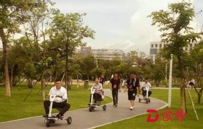 国际低碳城投入使用景区智能代步车