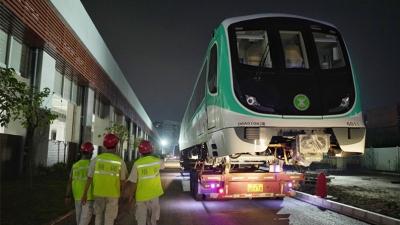 深圳地铁6号线首列车来了!明年年中就可从光明乘坐地铁直达市区