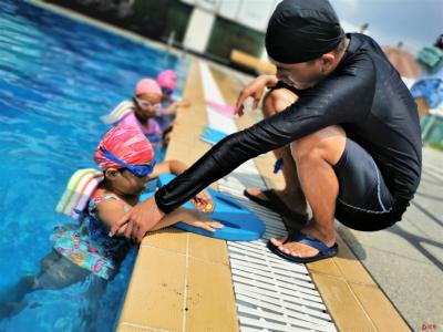 福围社区开展预防溺水少儿暑期游泳培训活动