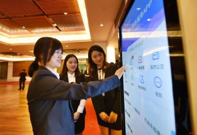 """一个app走遍全深圳 """"i深圳""""app上线半年为市民提供7100万次指尖服务"""