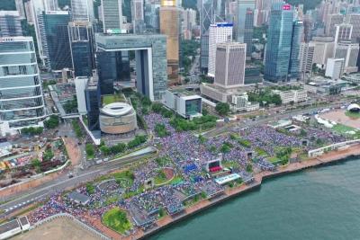 """""""对话总比对抗好""""——访香港最大政团民建联主席李慧琼"""