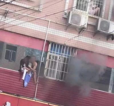 龙华一旅馆突发火灾 暂无人员伤亡