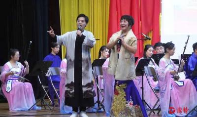 龙岗国庆惠民文艺进社区首场演出走进布吉
