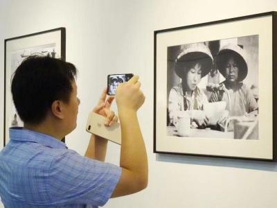 """""""礼赞新中国、影像大湾区——我和我的祖国""""主题摄影展开幕"""