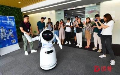 走进优必选和三诺,就被智能机器人和智慧家庭平台震撼到了