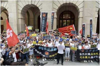 終于,香港法院外響起怒吼聲!