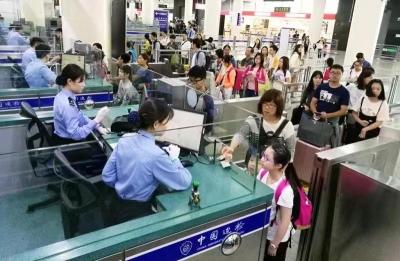 中秋假期皇岗边检站多措应对出入境客流小高峰