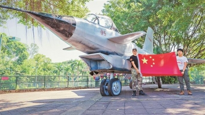 """我和我的祖国丨观澜湖生态体育园举行国防展 合影""""国之重器"""" 感受祖国强盛"""