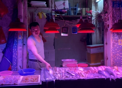 都市早行人︱海鮮檔老板:凌晨三四點拼車到批發市場進貨