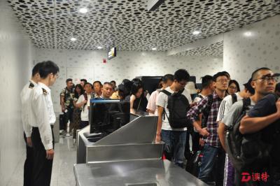 """""""经深飞""""通关时间压缩一半  深圳机场启用国际中转厅"""