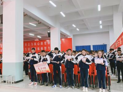 """""""亮剑""""出发!深塔中学举行首届高考出征授牌仪式"""