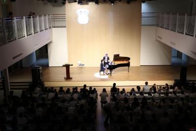 傳遞古典音樂之美 | 鋼琴家趙胤胤與深圳中小學生授課互動