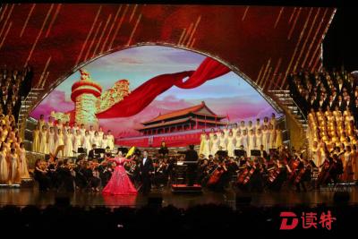 """交響音樂會《祖國頌》振奮上演, """"深圳大學生合唱團""""驚艷首秀"""