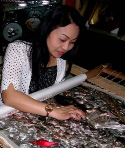 汉绣非遗传承人自创50余幅军运会主题作品