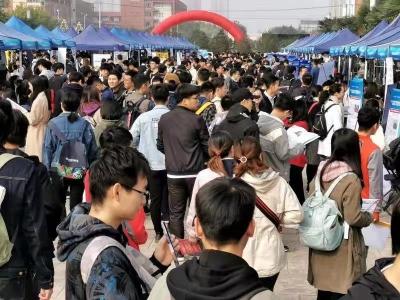 求贤若渴!龙城街道6家企业赴西安高校揽才240人