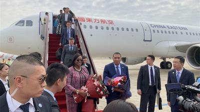 牙买加总理安德鲁·霍尔尼斯抵达深圳