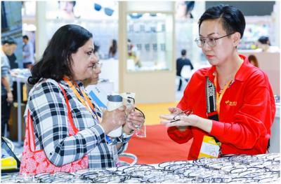 横岗27家眼镜企业参加第八届广州国际眼镜展览会