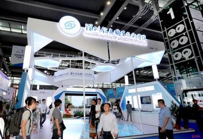 深圳信息職業技術學院展出的行人跟蹤系統亮相高交會