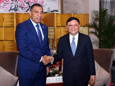 王伟中会见牙买加总理安德鲁·霍尔尼斯