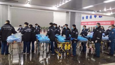 梁宝寺煤矿事故被困11人全部获救:我想给媳妇打个电话