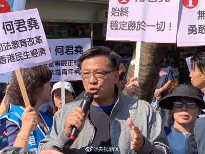 何君尧被刺后首次现身竞选现场:期望尽快恢复香港社会秩序