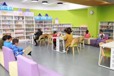"""""""书香怡人""""!深中南山创新学校图书馆成周末社区""""阅读空间"""""""