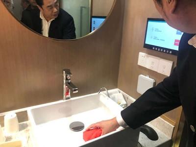 上海酒店探索保洁智能化:植入芯片,用马桶抹布擦台盆将报警
