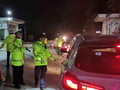 深汕交警嚴查非法改裝、超限超載車輛,查處道路交通違法224宗