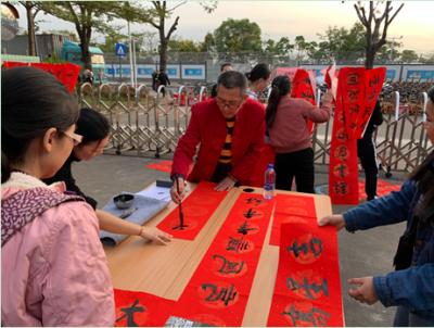 滿滿的元寶餃子,熱騰騰大盆菜…… 500名留深職工代表共享迎春餃子宴