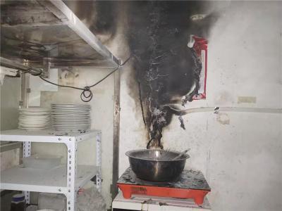 老旧社区私拉电线引火灾多方合力及时扑灭火势