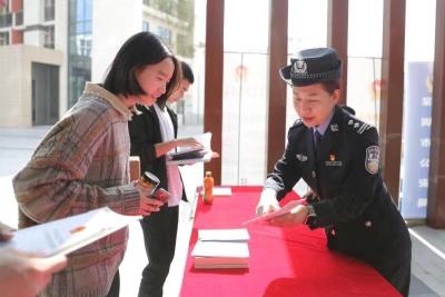 深圳警方開展普法進高校活動