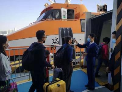 """深中""""水上巴士""""運送旅客超43萬,春運高峰""""8進8出"""" 掃碼乘船"""