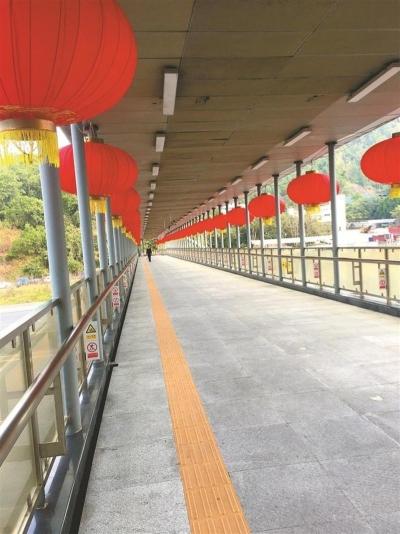 深圳影像志 | 挂满红灯笼的天桥(2020年)
