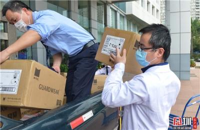 一条短信发送后 深圳爱心老板送来2万只口罩和数百套防护服