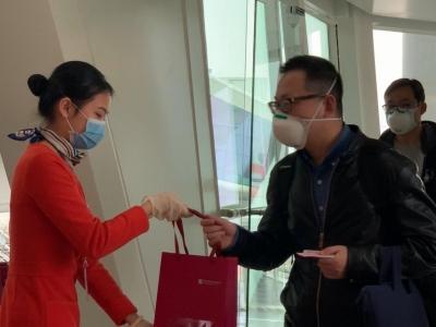武汉飞深圳首个航班已经落地