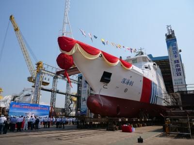 我國首艘油電混合推進海上危險品應急指揮船順利下水