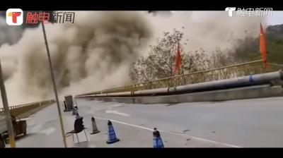 云南永善一山體塌方,監控拍下煙塵排山倒海襲來!