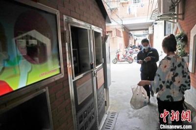 上海24小时智能垃圾厢房亮相 民众再也不用掐时间扔垃圾