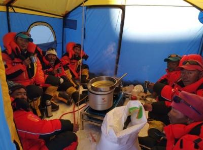 平安!珠峰測量登山隊隊員到達海拔7028米的北坳營地