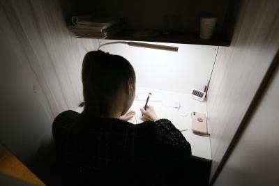探访深圳的付费自习室:小隔间里,这些深圳人在为未来拼搏