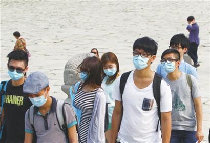 港大袁國勇團隊:戴口罩可大幅降低新冠病毒率 降幅最高可達75%