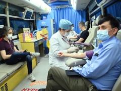 张文宏端午节献血:用血紧张,这位党员又上了